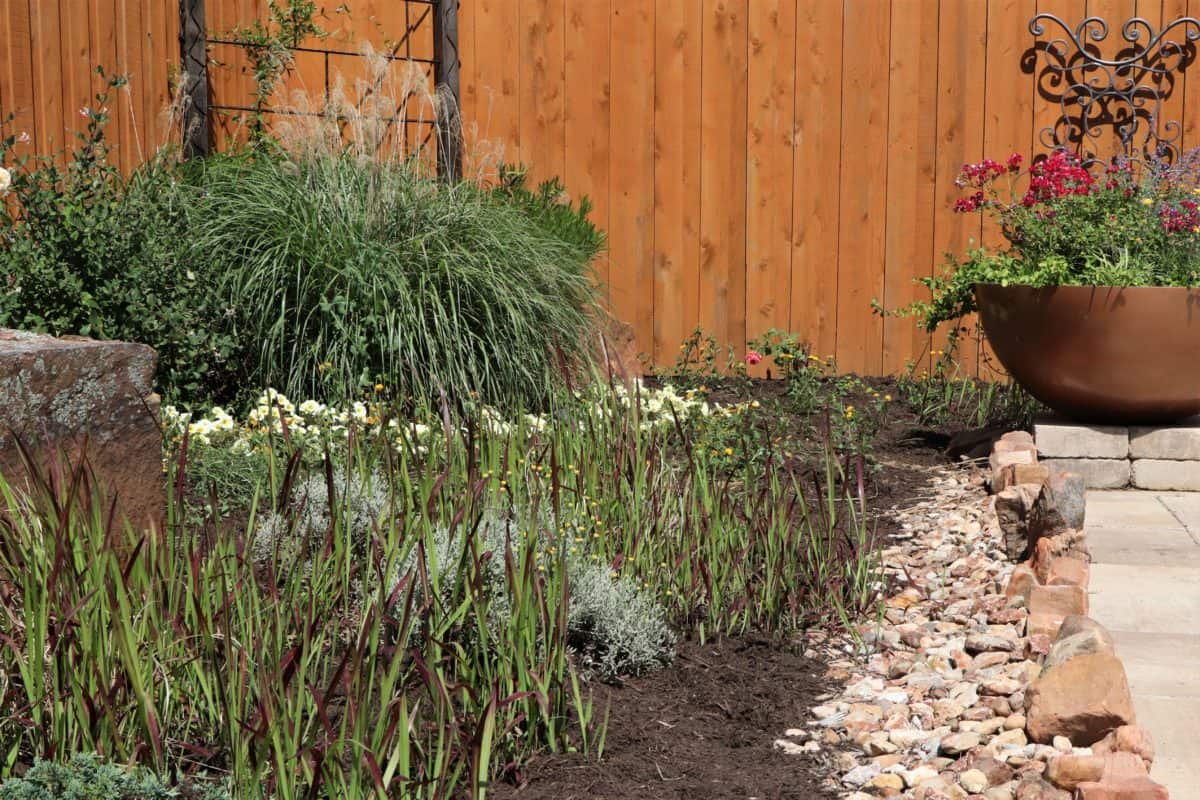River rock and mulch ground cover